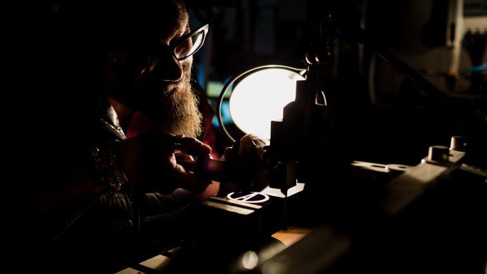Film entreprise création pièces métalliques